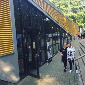 Locatie Nijmegen-Oost MovingMatters. We zitten gevestigd op locatie Luciaweg 9 in Nijmegen-Oost, geel gebouw, rechter zaal.