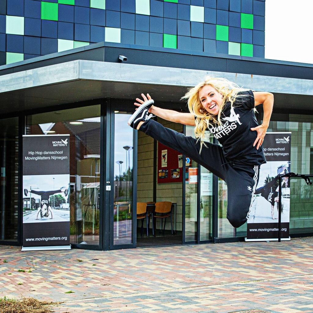 Hip Hop dansles tijdens corona crisis nieuwe maatregelen op 1,5 meter afstand Marthe Weijers Nijmegen Noord en Nijmegen oost volwassen dansles
