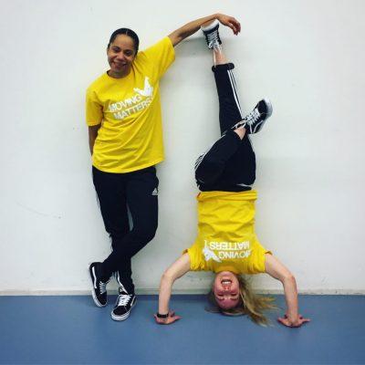 dansles voor kinderen Marthe en Breanne trucjes break dance street dance Afro dans meisjes dansen Dansles Gelderland
