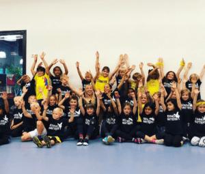 Nieuwe dansschool voor danslessen voor kinderen jeugd en volwassenen in Nijmegen Noord, Oosterhout, Bemmel, Elst en Arnhem. PR foto bij nieuwsberichten kinderen juigen MovingMatters
